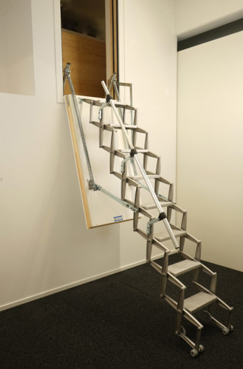 scherentreppe als wandeinstieg columbus treppen ag. Black Bedroom Furniture Sets. Home Design Ideas